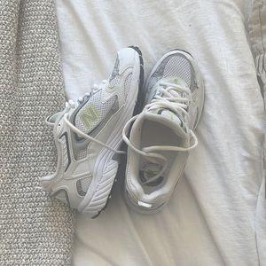 New Balance 406 | Trendy Dad Shoe
